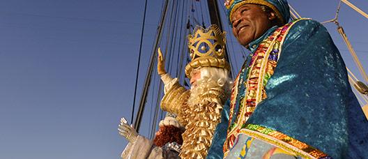 Los Reyes de Oriente saludando